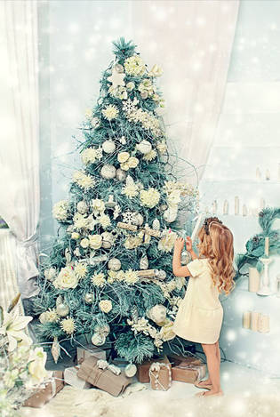 Наряжая елку